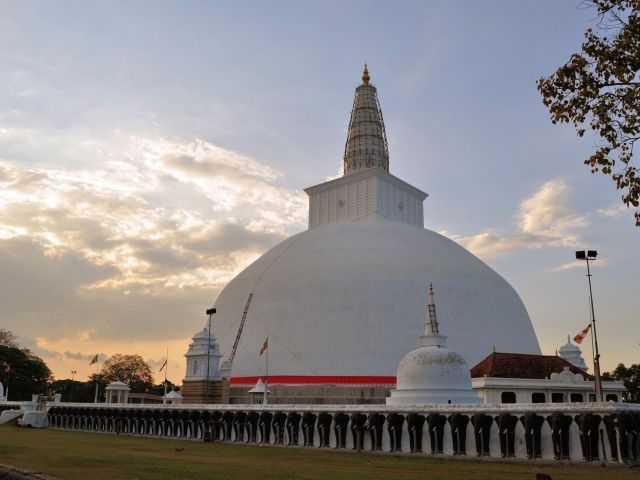 Sightseeing in Anuradhapura City