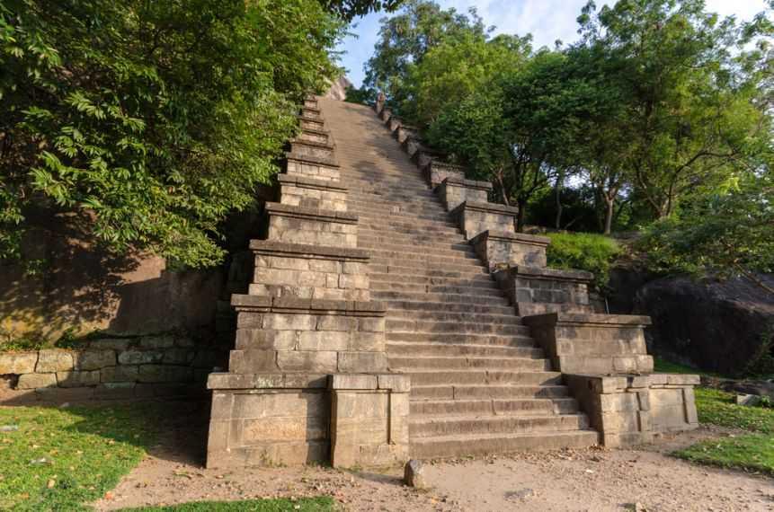 Yapahuwa Rock Fortress tour